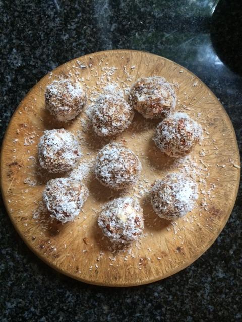 healthy sugar free date balls